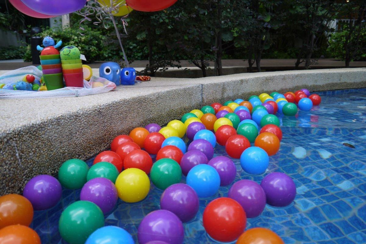 Kidselle Throw Awesome Kids Pool Party
