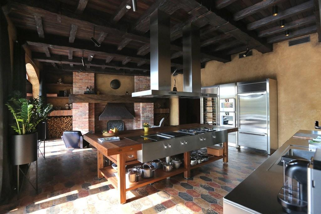 Kitchen Exposed Joists Large Cooking Island