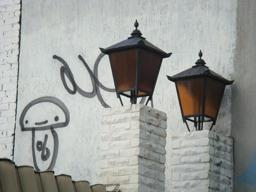Lamps Graffiti Louisa Billeter Flickr
