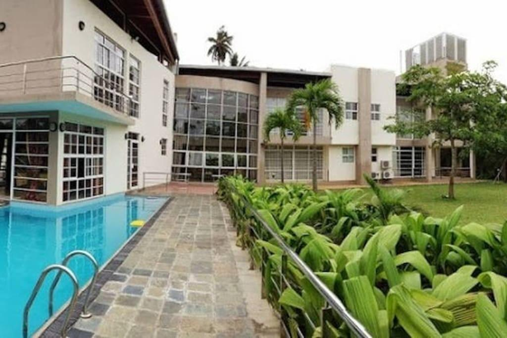 Large Modern Lakefront Villa Villas Rent