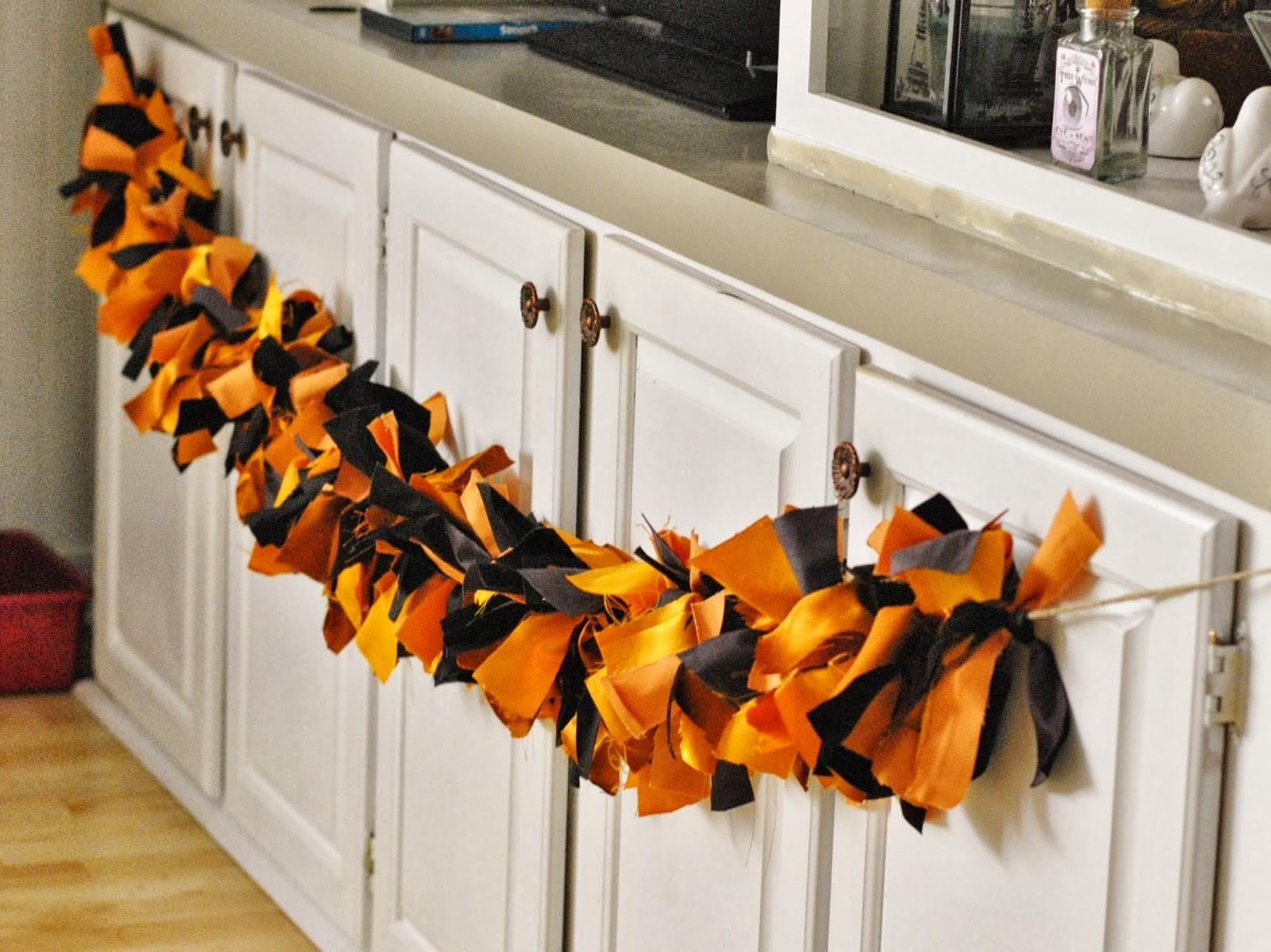39 Sophisticated Diy Halloween Garlands That Combine Style With Practicality For 2021 Inspire Design Ideas Decoratorist