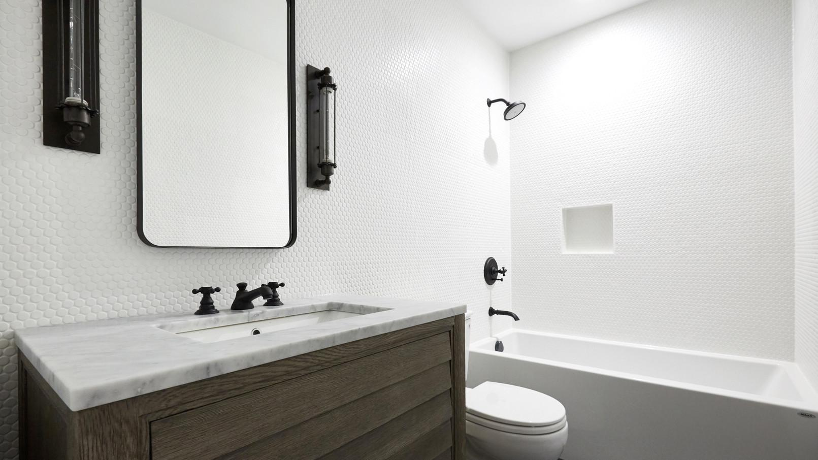 Lincoln Park Home Has Ultra Cool Bathrooms