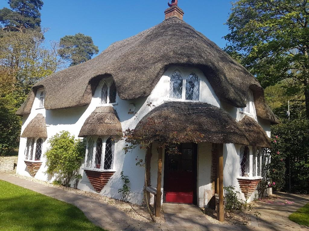 Live Dream Chocolate Box Cottage New Forest