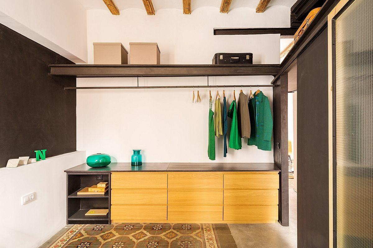 Lively Creative Apartment Renovation Drives Out