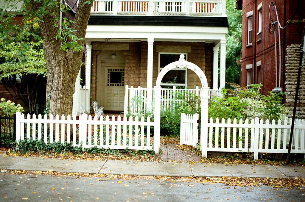 Living American Dream White Picket Fence