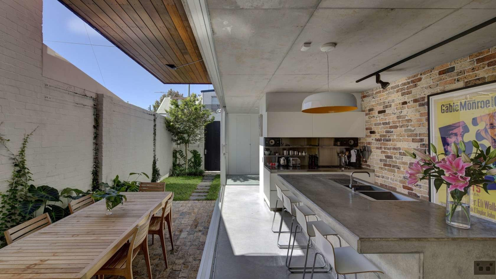 Long Courtyard House Challenged Typical Terrace
