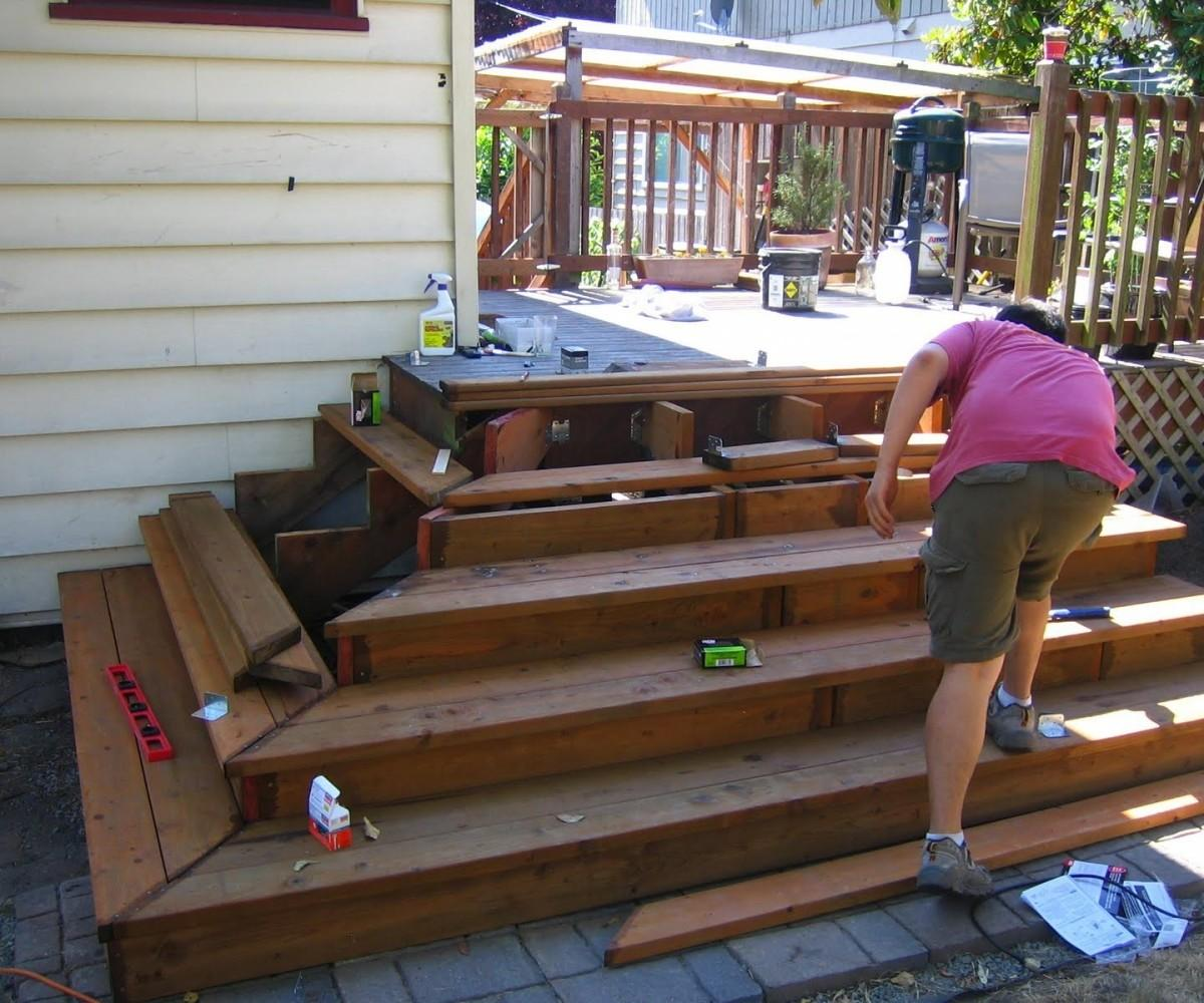 Lovable Middle Deck Stair Showcase Stairs
