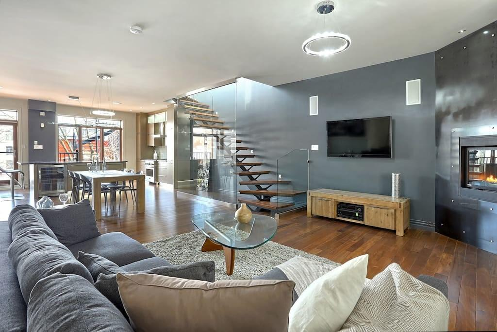 Luxurious Downtown Penthouse Houses Rent Montr