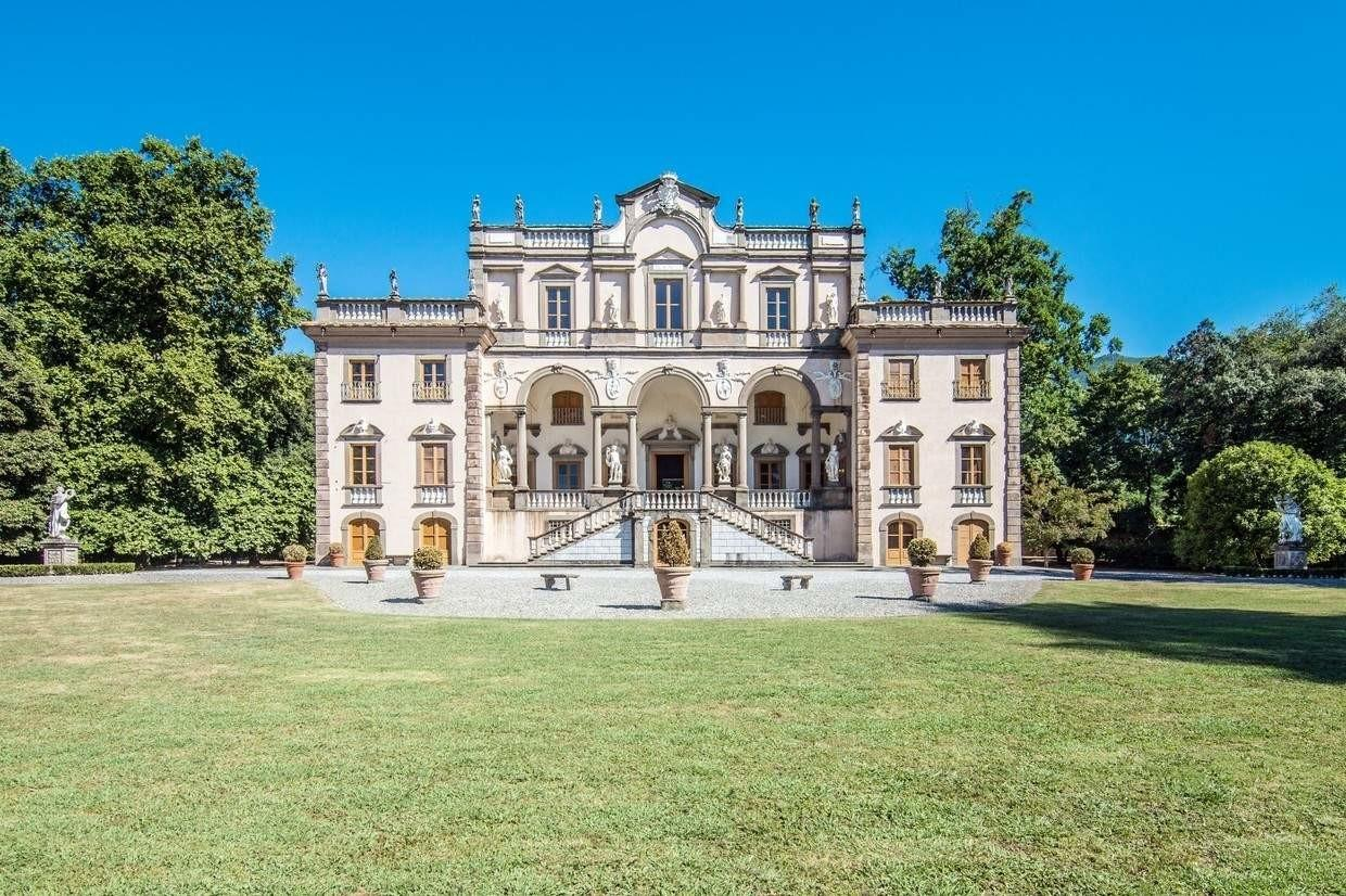 Luxurious Lucca Mansion 19m Pure Italian Style