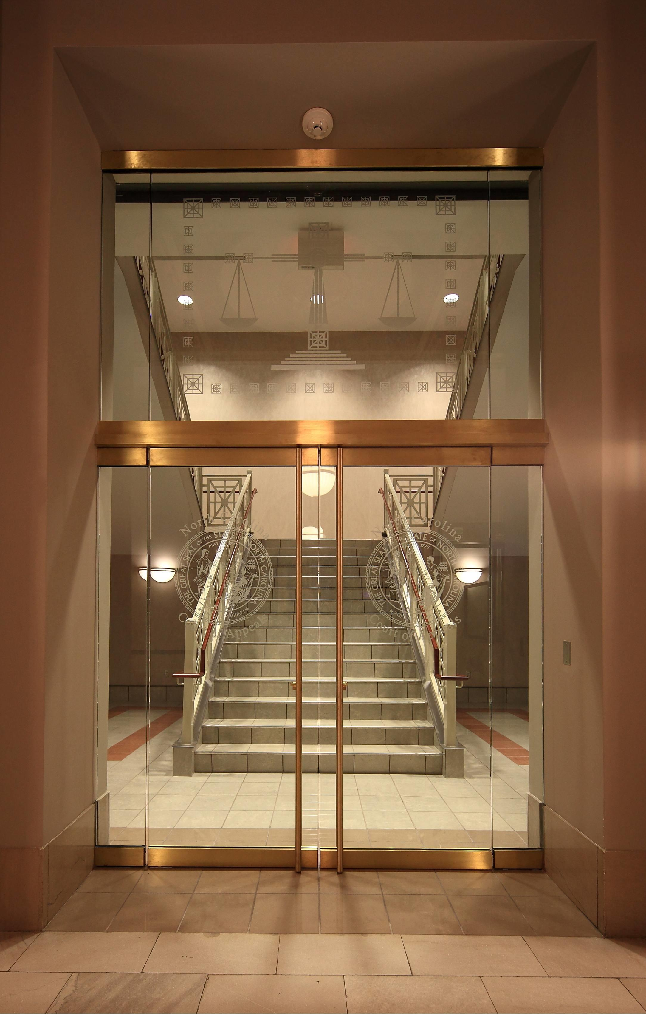 Luxury White Panels Open Staircase Double Glass