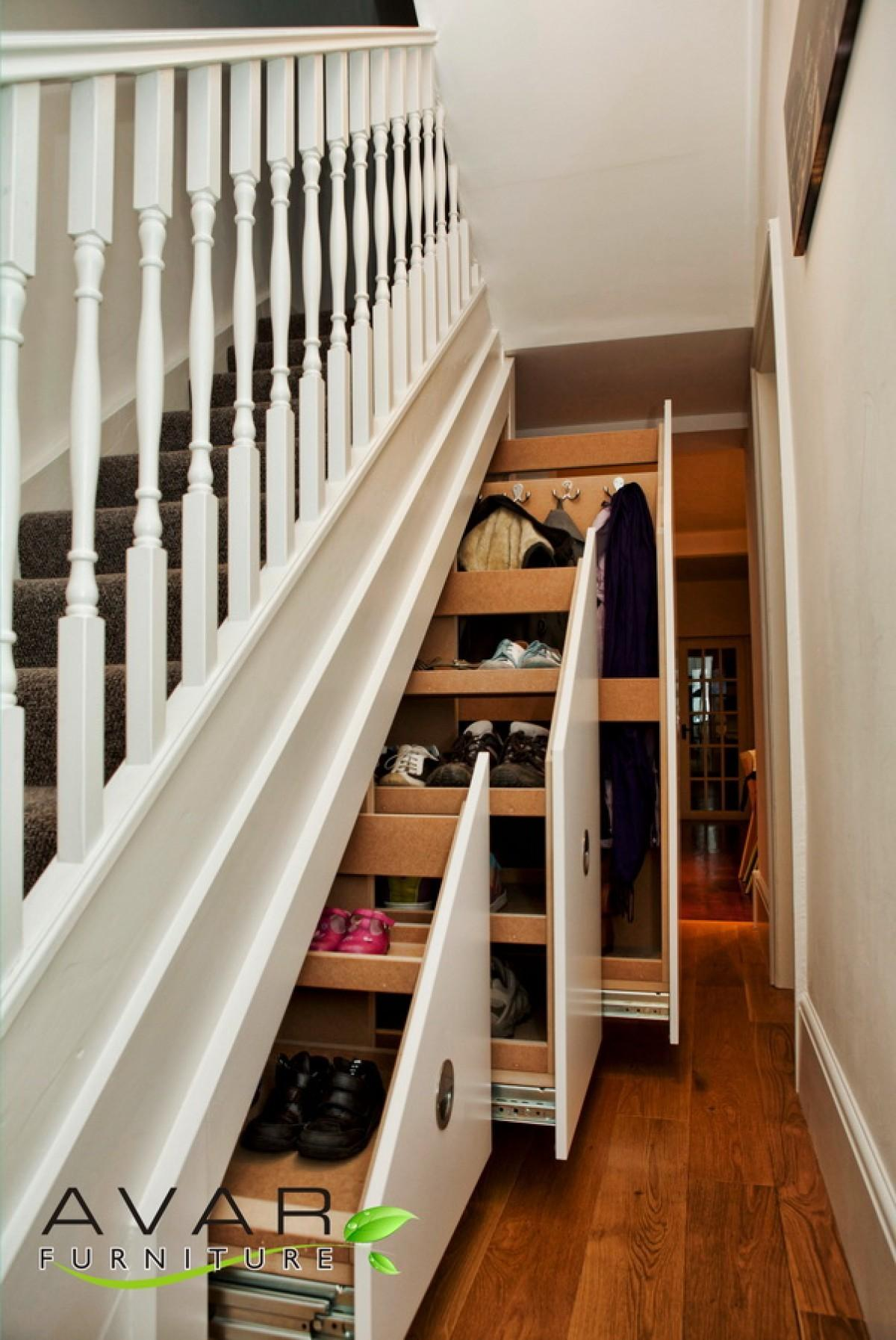 Majestic White Wooden Rail Handle Stairs Shoes Racks