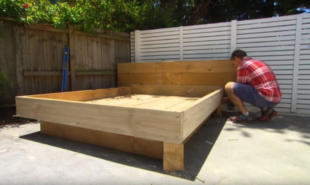 Make Amazing Grass Daybed Out Wood Pallets