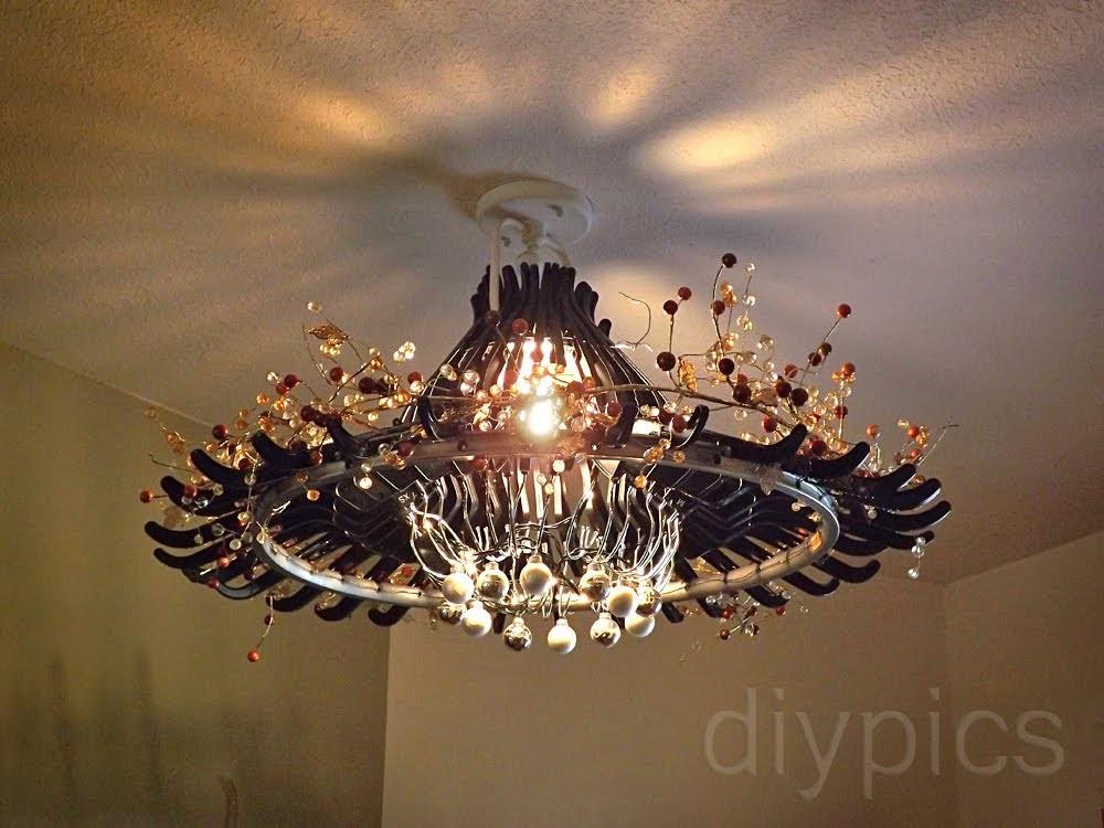 Make Chandelier Out Hangers Candelabro Feito