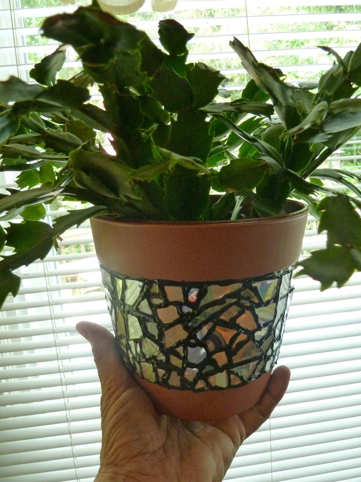 Make Easy Crafts Recycled Mosaic Flower Pot