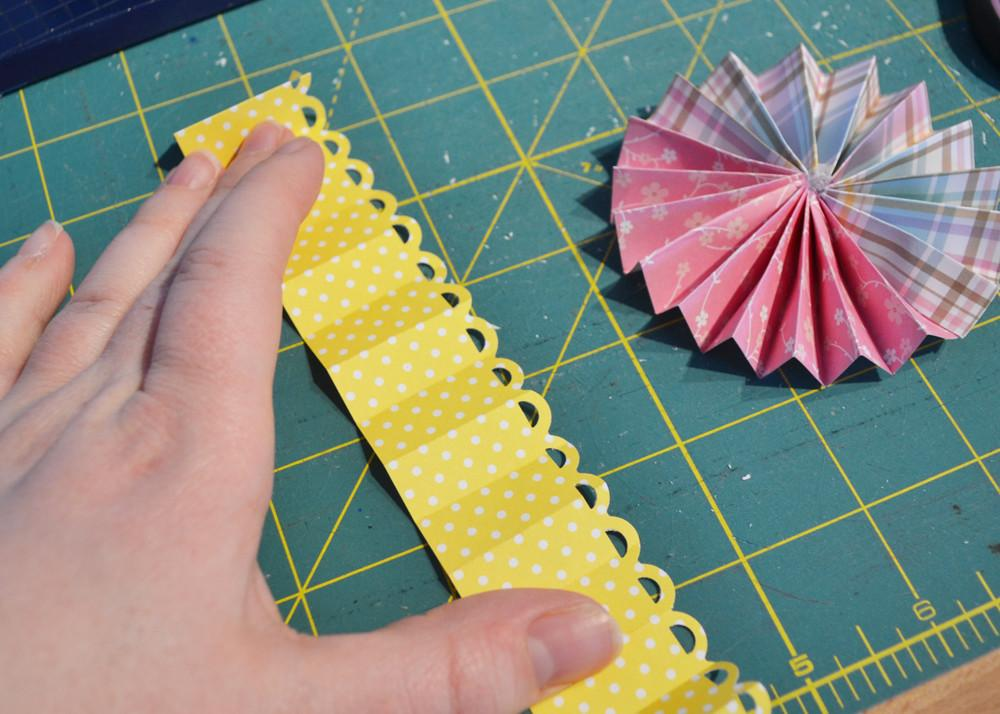 Make Easy Paper Medallions Scrapbook
