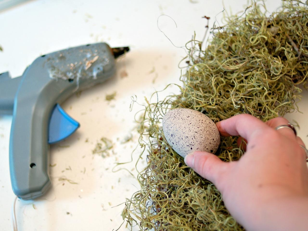 Make Egg Moss Wreath Spring