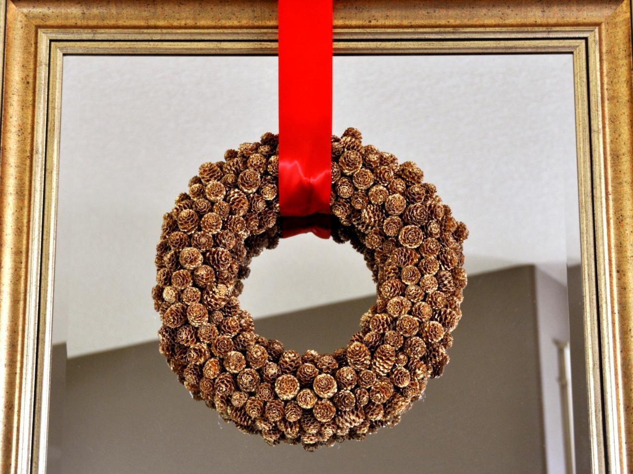 Make Holiday Pinecone Wreath