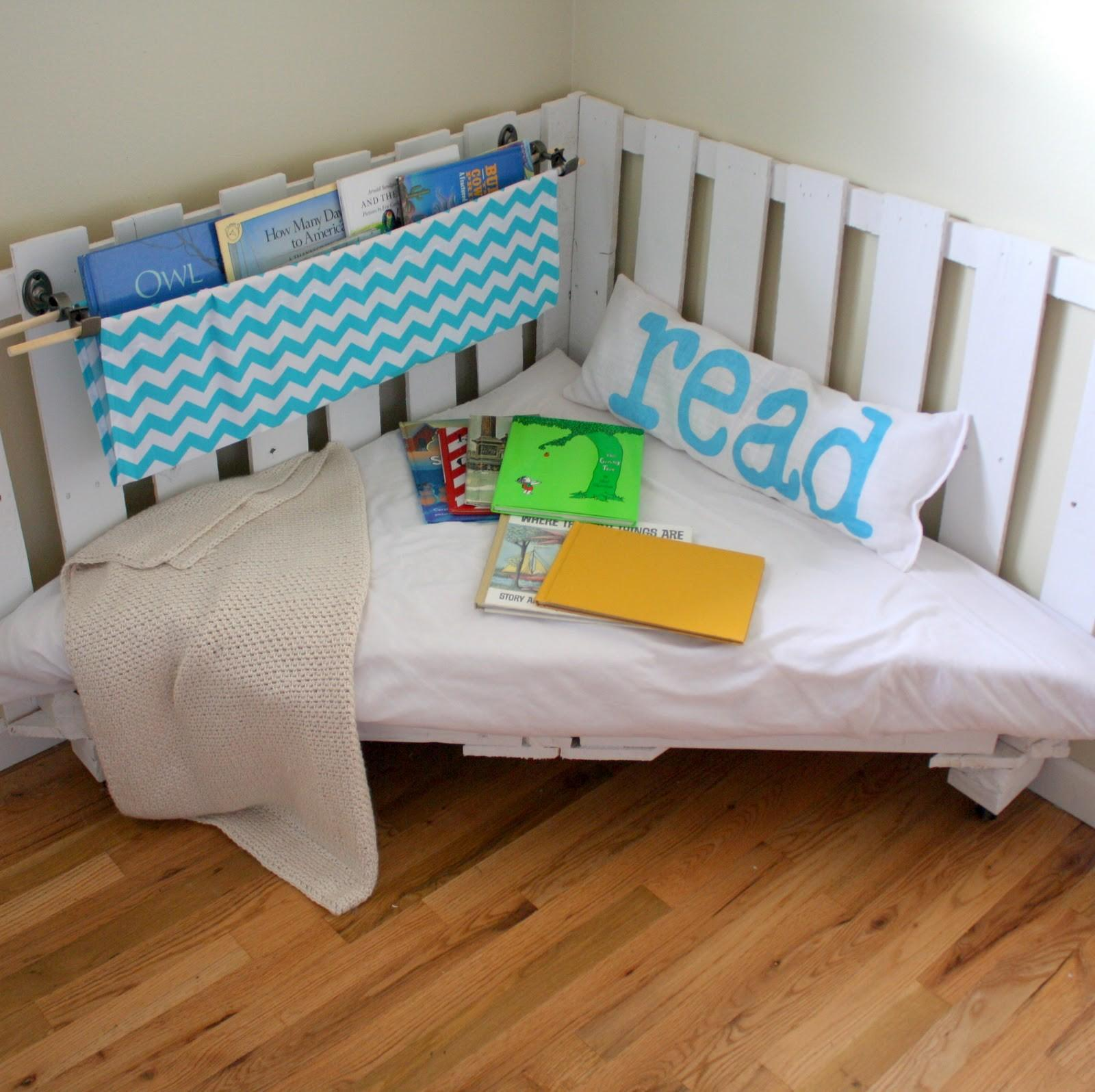 Make Reading Nook Two Wooden Palettes Part
