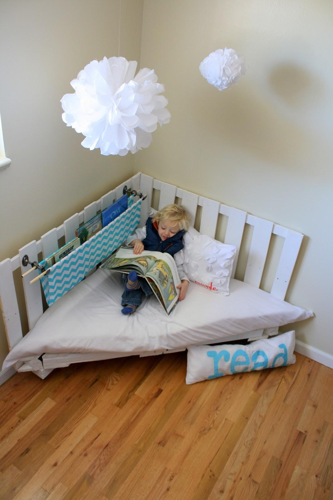 Make Reading Nook Using Two Wooden Palettes Part