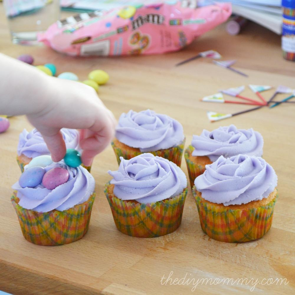 Make Spring Easter Cupcakes Flag Toppers
