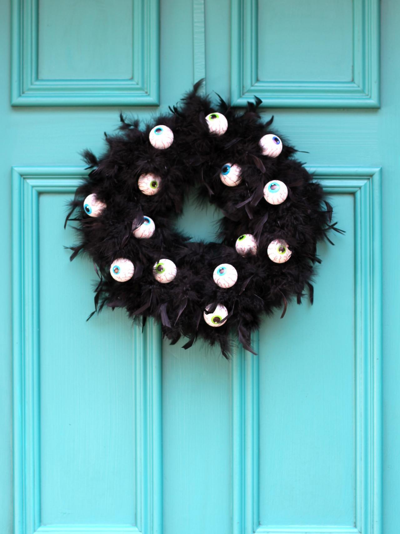 Make Wreath Scary Googly Eyes Tos Diy