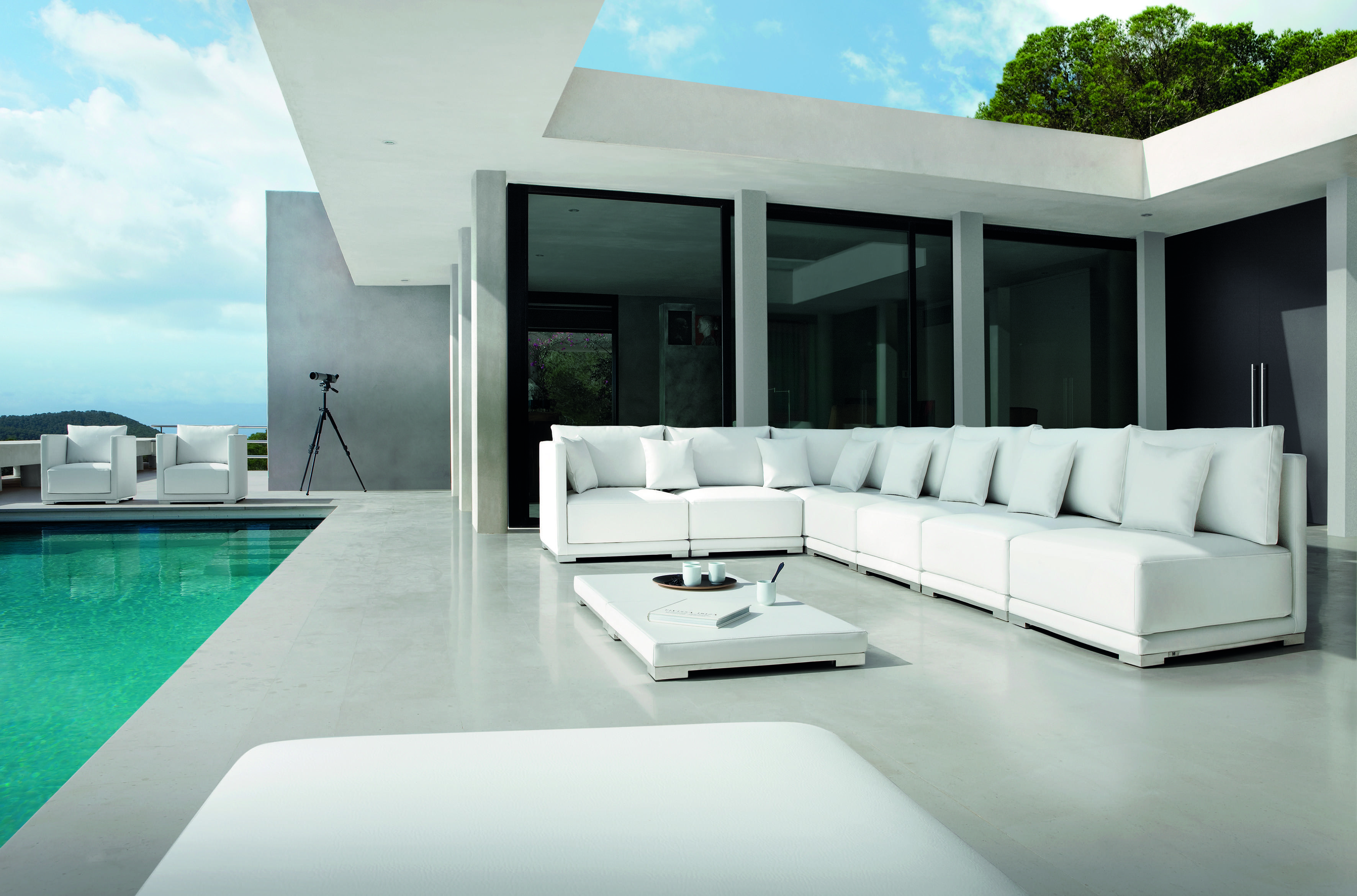 Manutti Outdoor Furniture Comes Miromar Design Center