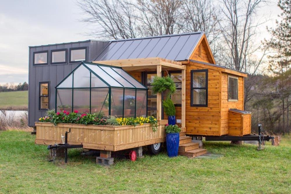 Meet Tiny Mobile Home Comes Equipped