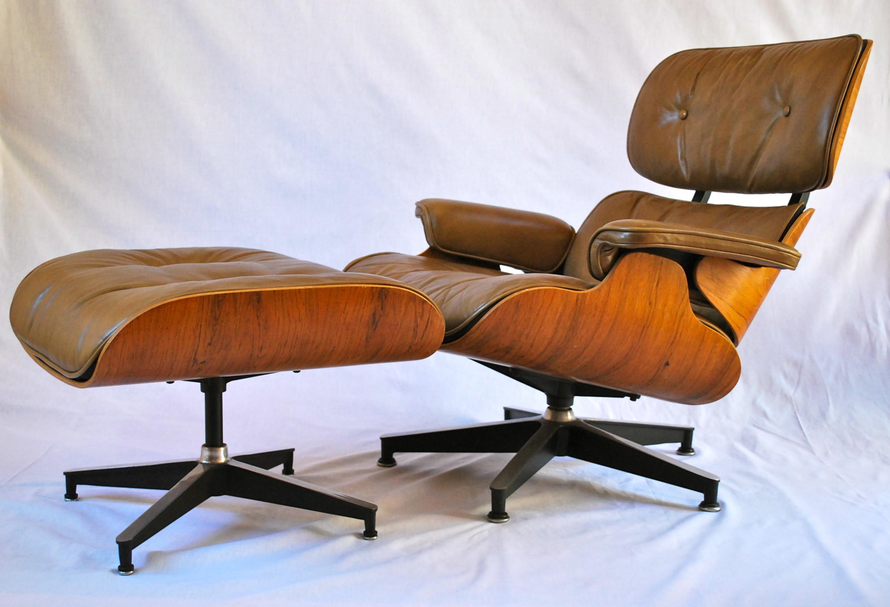 Minimalist Tell Authentic Eames Lounge Chair