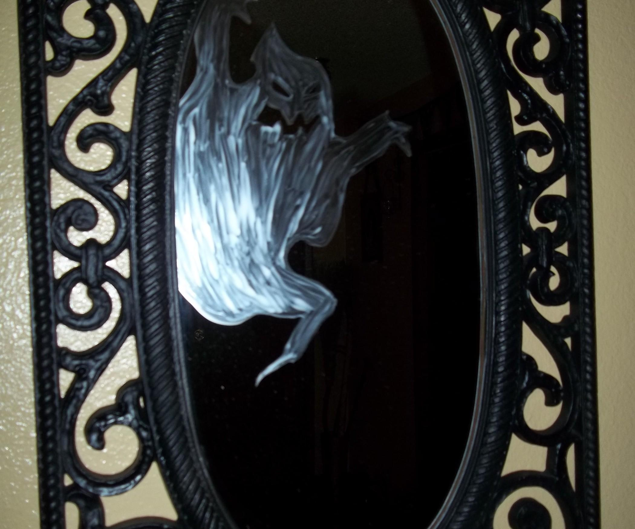 Minute Ghost Mirror