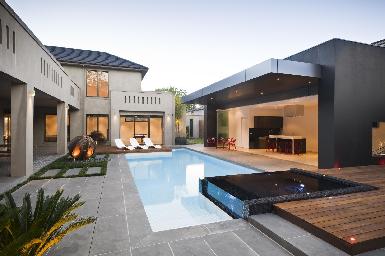 Mix Traditional Modern Architecture Which Gives