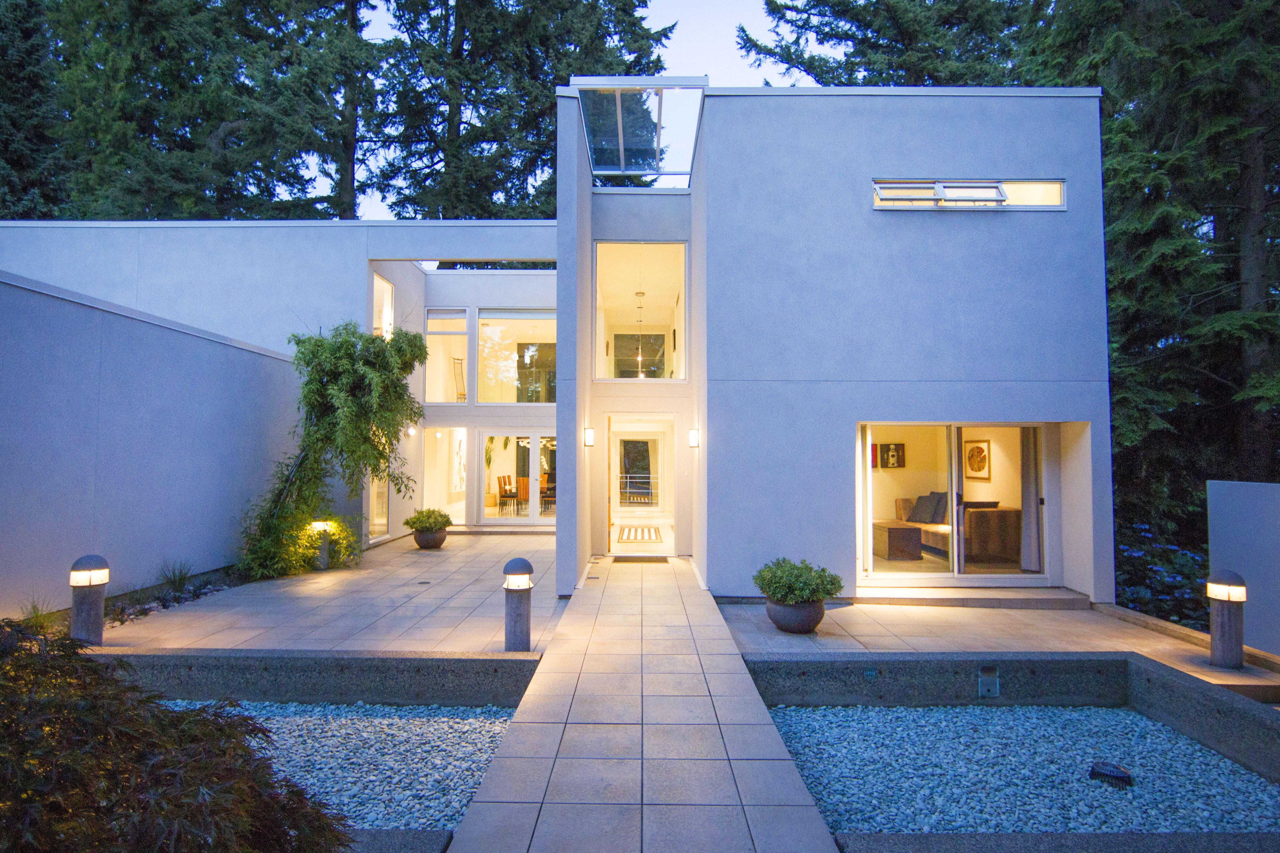 Modern Contemporary West Vancouver House Sold