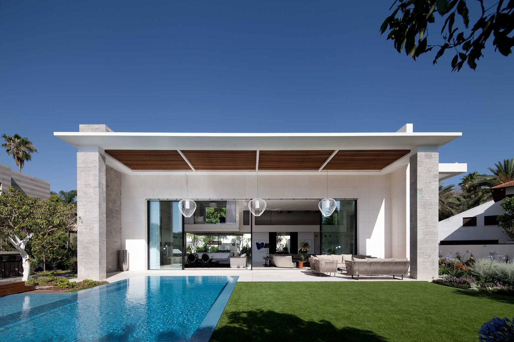 Modern Cube House Israel Offers Ultimate Refined