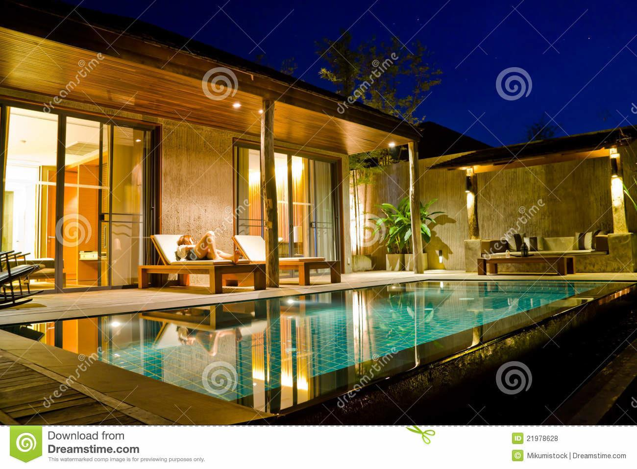 Modern House Swimming Pool Royalty Stock Photos