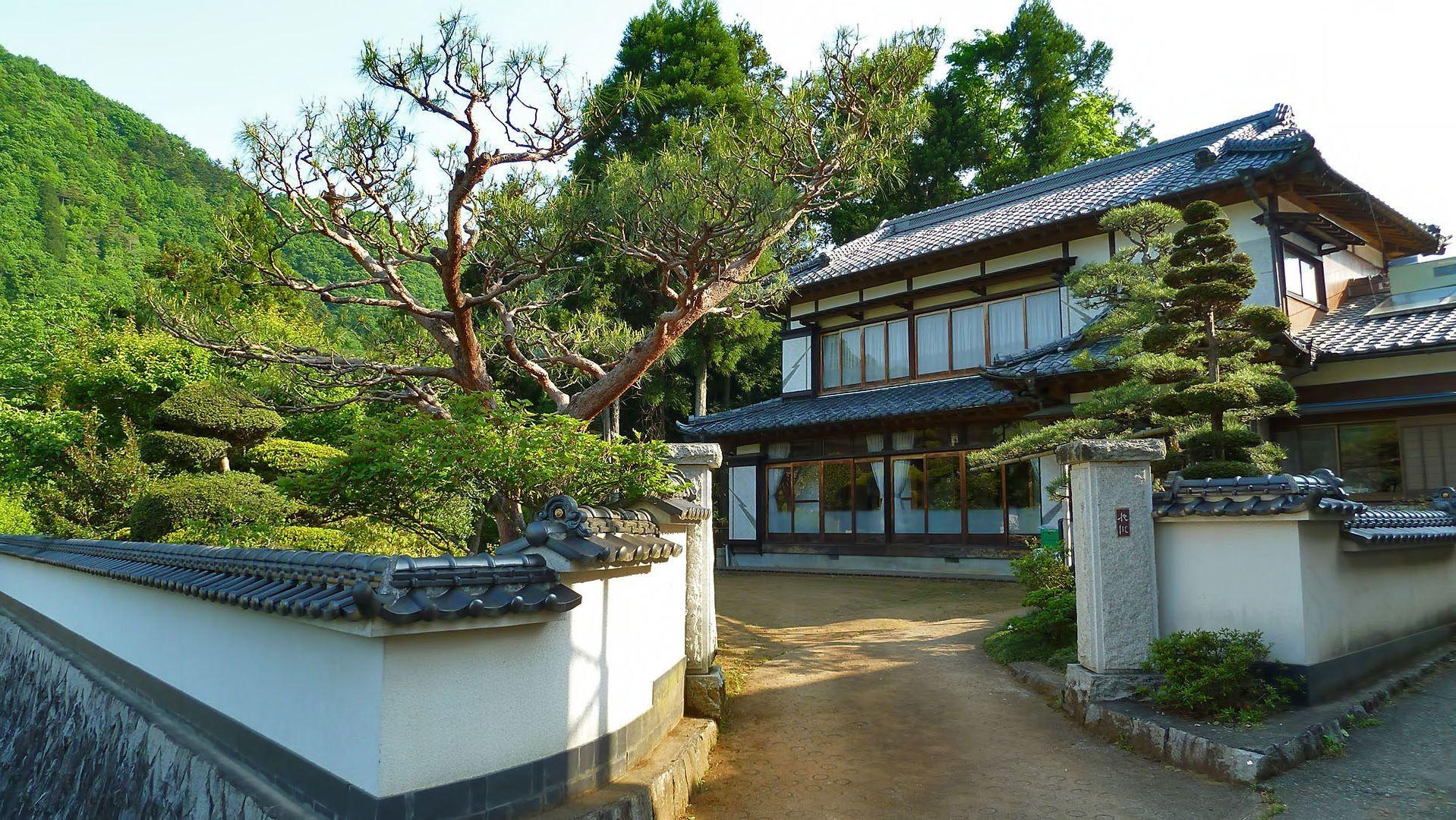 Modern Japanese Inspired House Design Zen Garden
