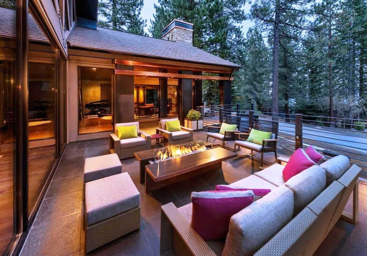 Modern Outdoor Living Spaces 3981 Home