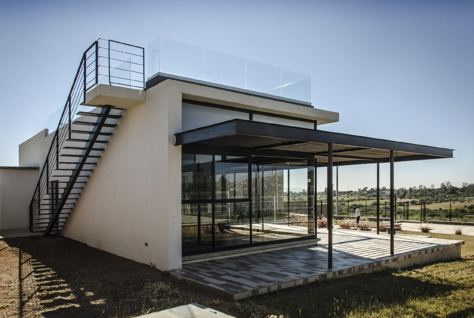 Modern Private Residence Tomatina House
