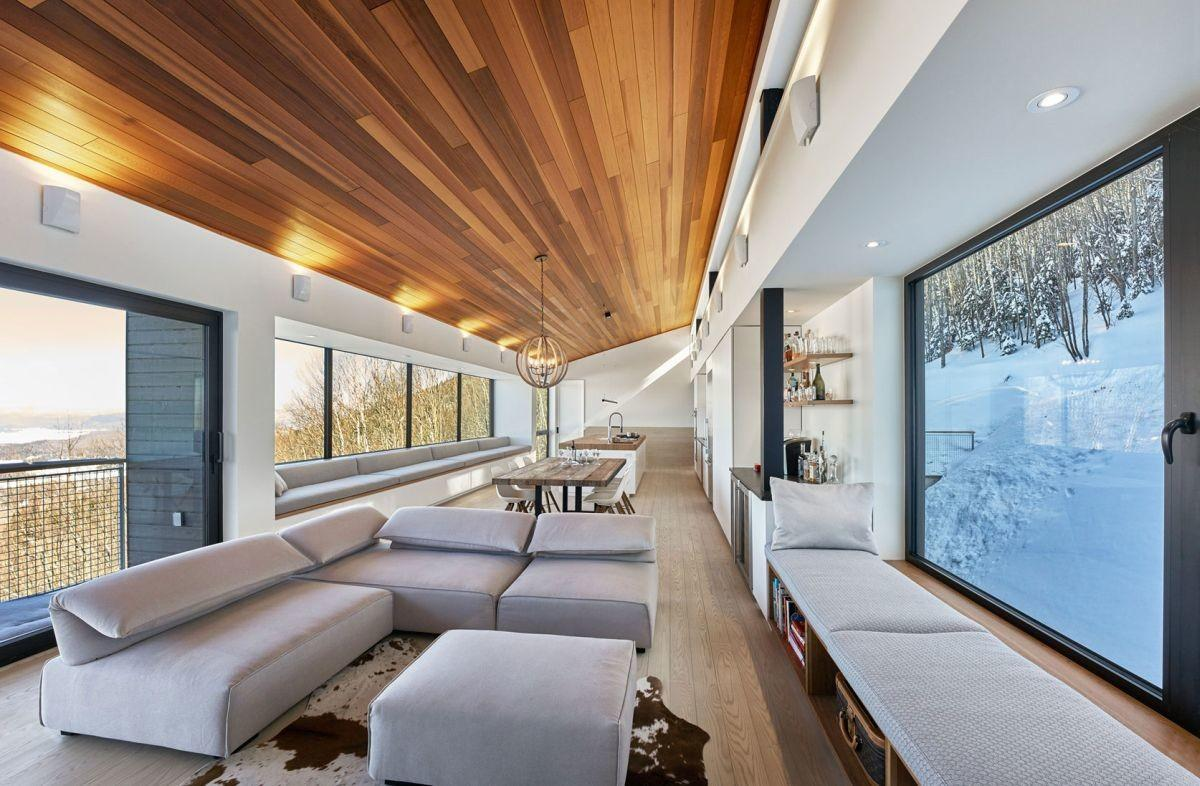 Modern Ski Chalet Quebec Serves Ideal Family Retreat