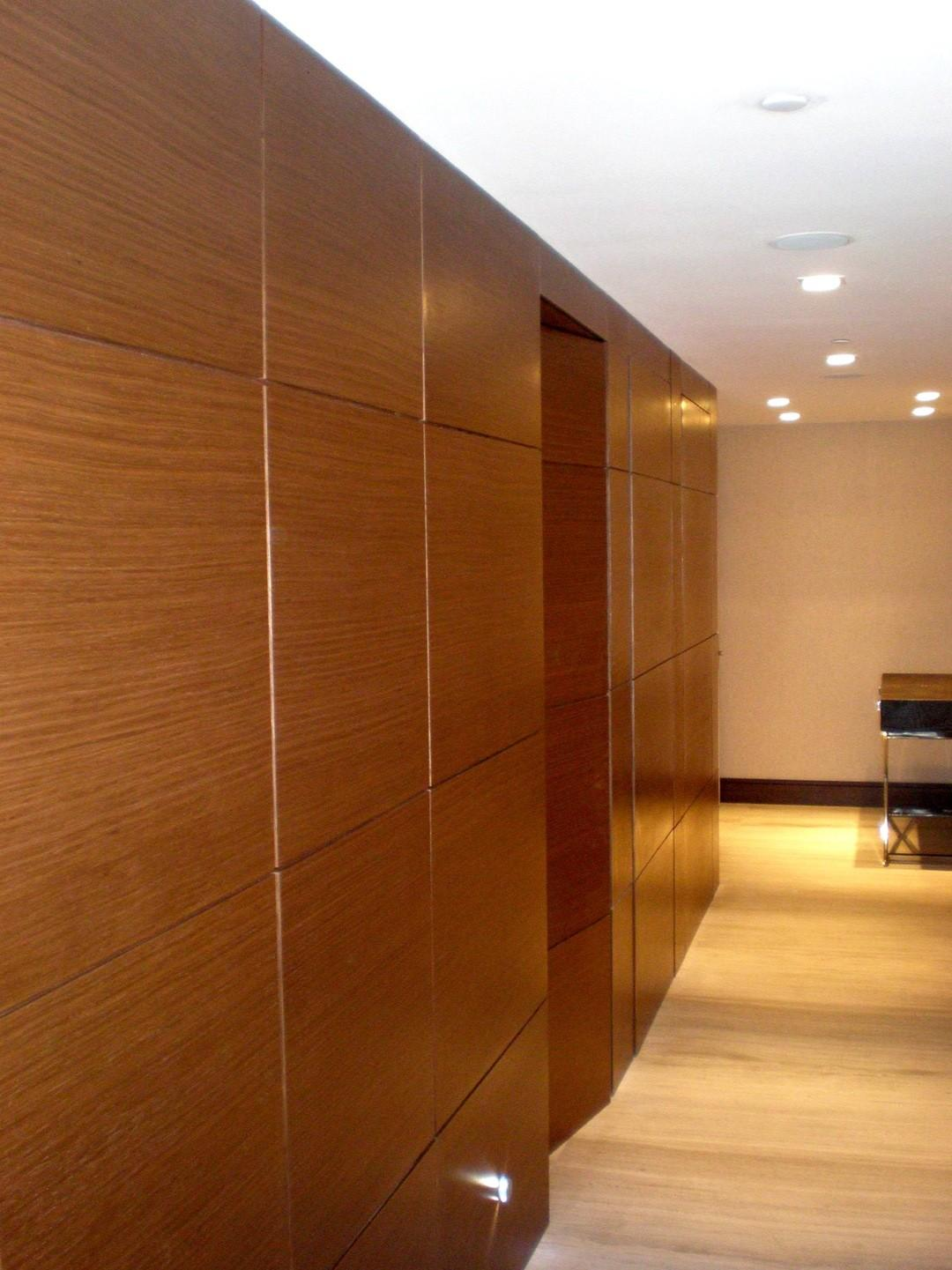 Modern Top High Gloss Finished Double Wooden Panel