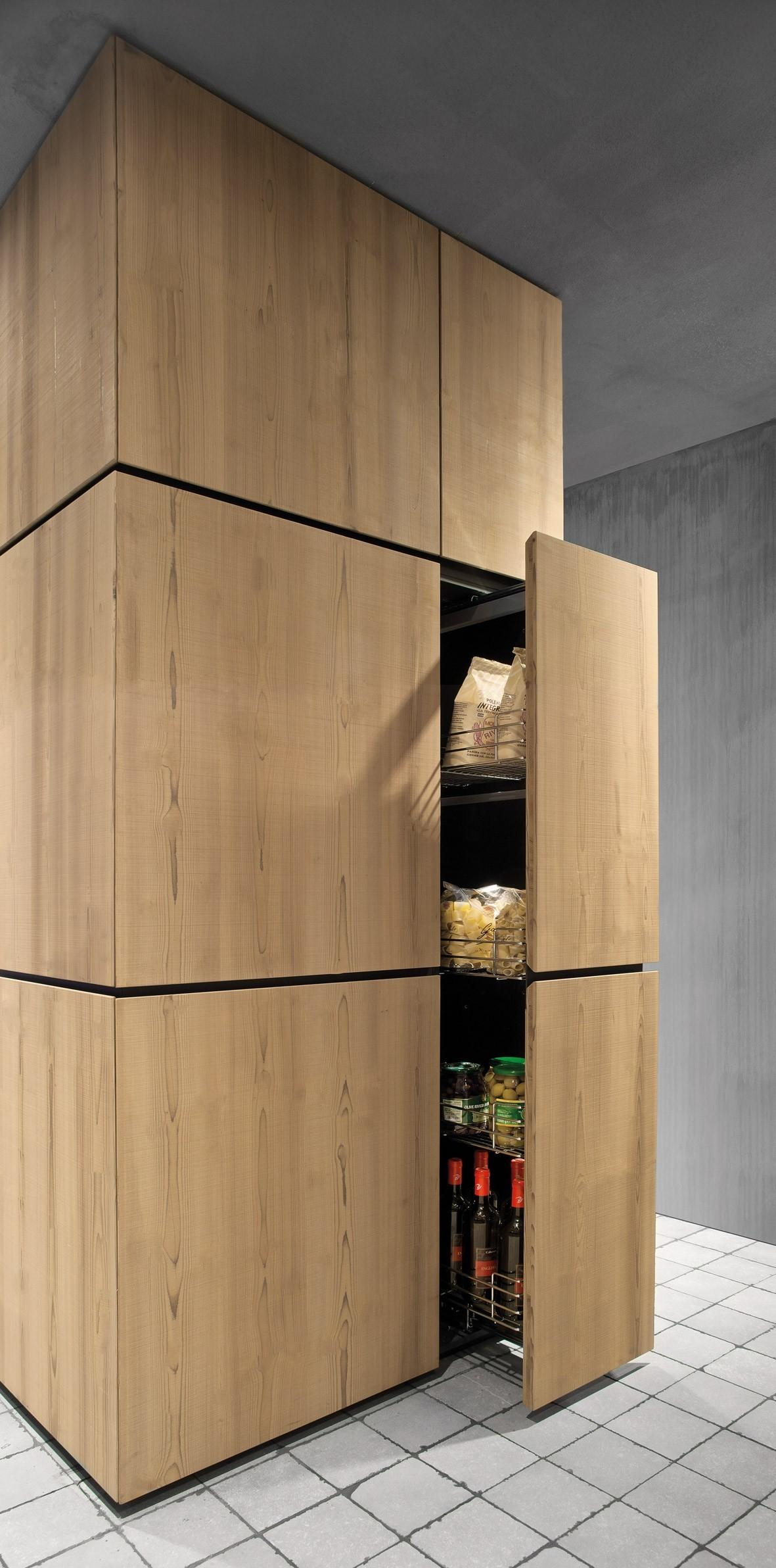 Natural Skin Linear Kitchen Minacciolo Design Silvio