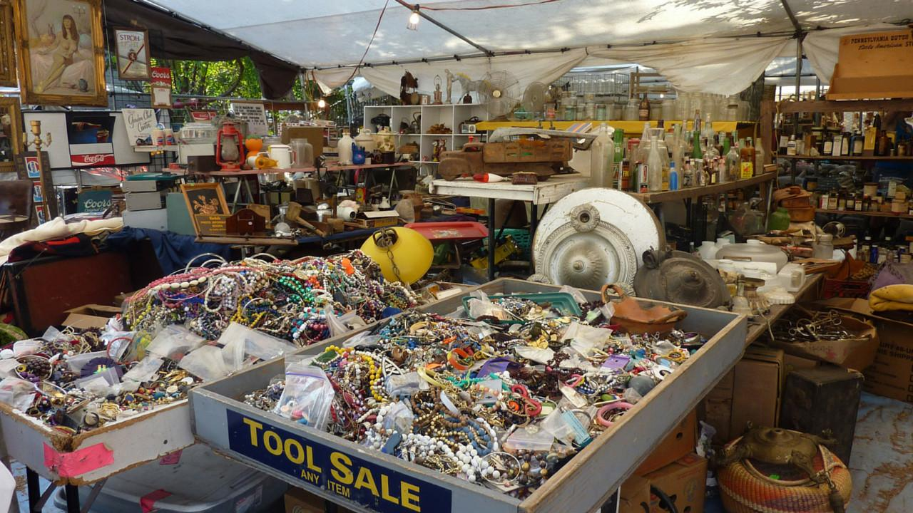 Navigate Round Top Antiques Shows