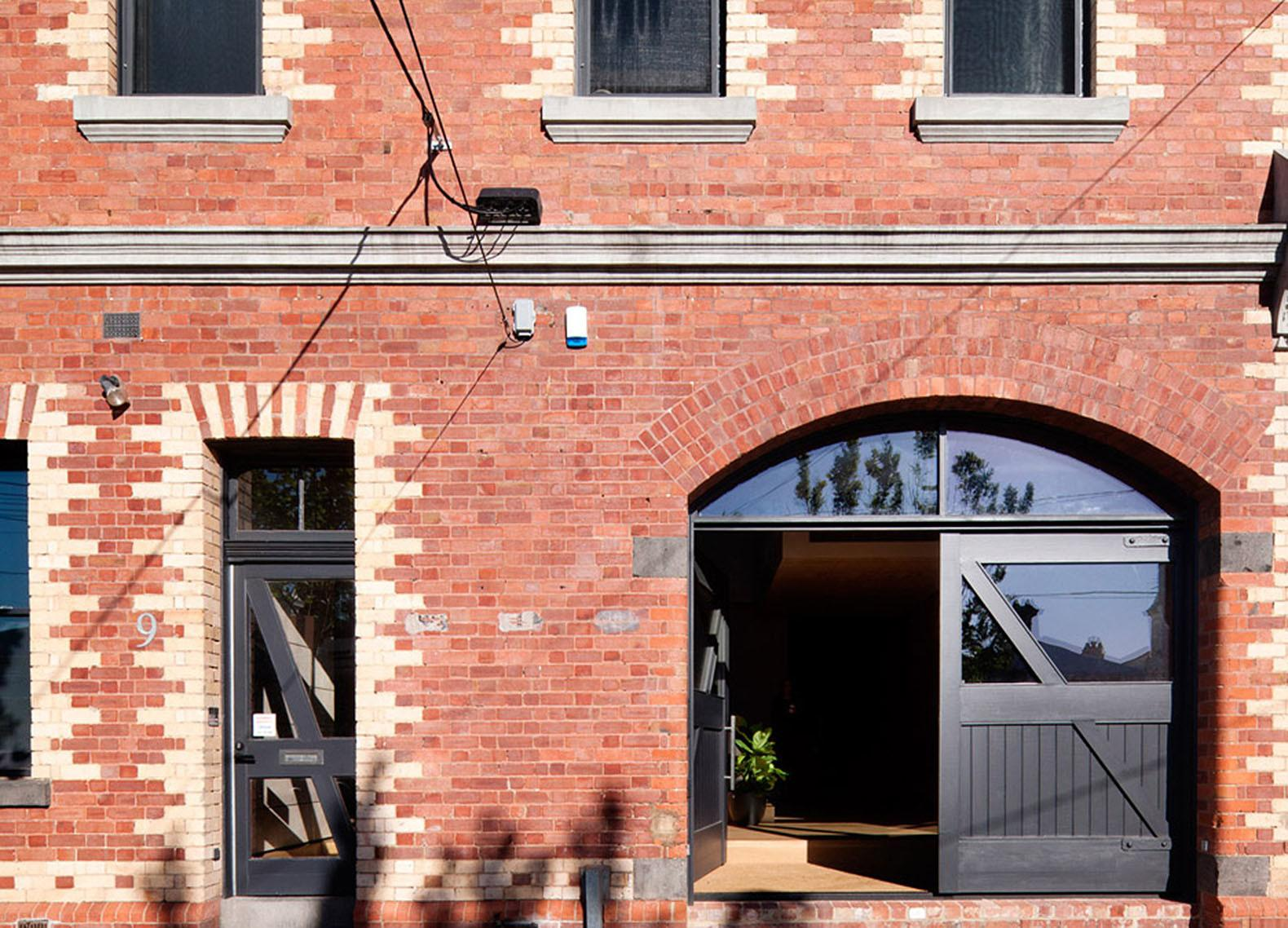 Neglected Brick Warehouse Converted Into Daylit Home