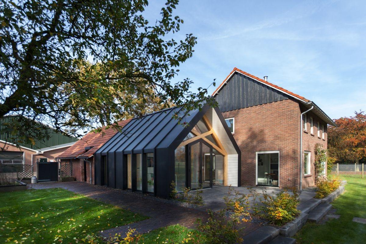 Old Farmhouse Gets Uplifting Renovation Extension