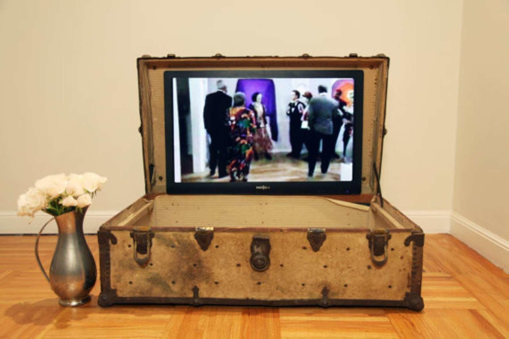 Old Vintage Cool Homemade Suitcase Stands Ideas
