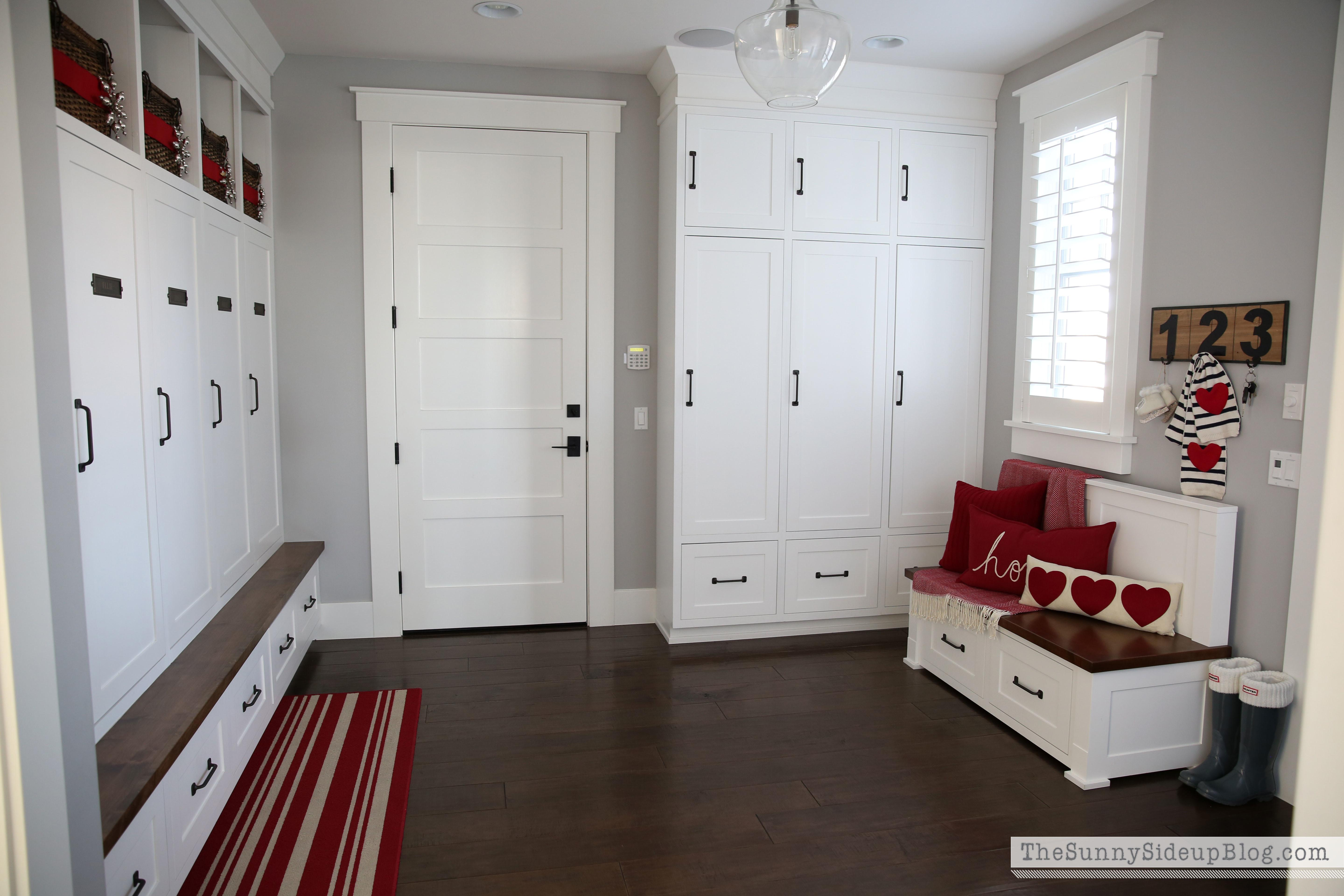 Organized Decorated Mudroom Sunny Side Blog