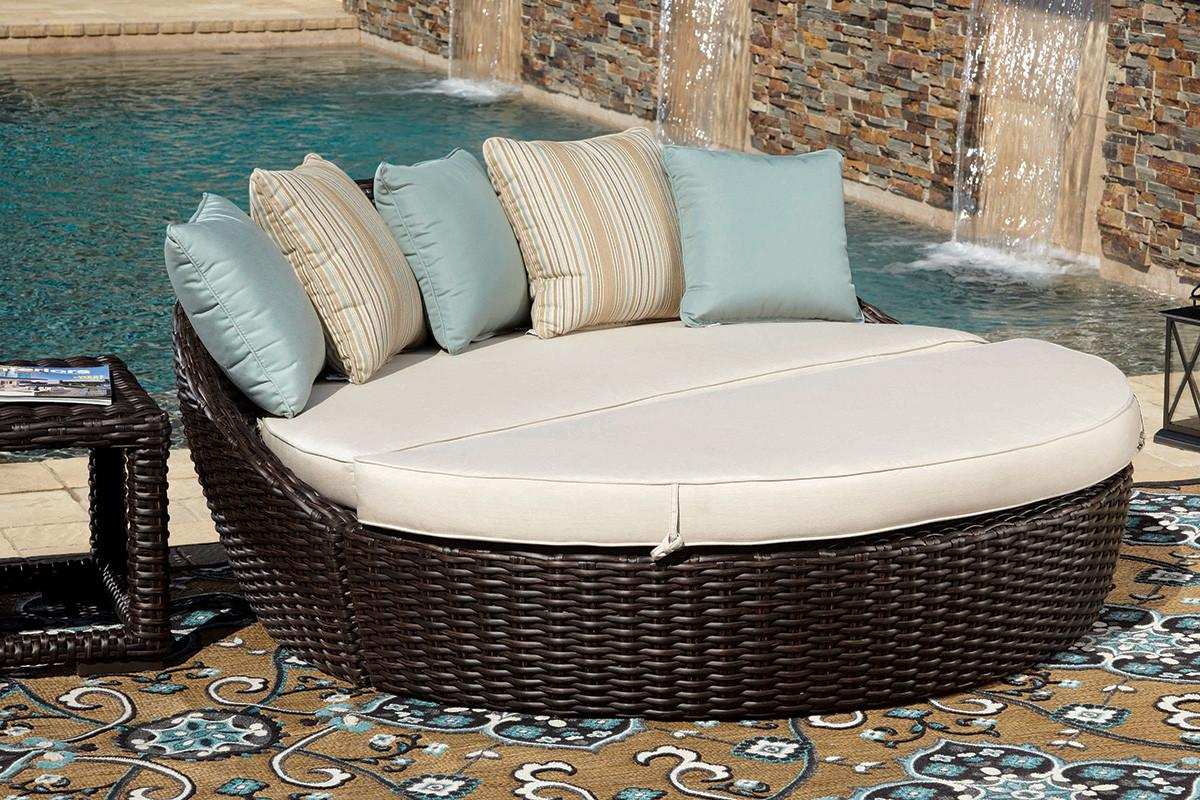 Outdoor Daybeds Want Indoors Decoratorist 45690