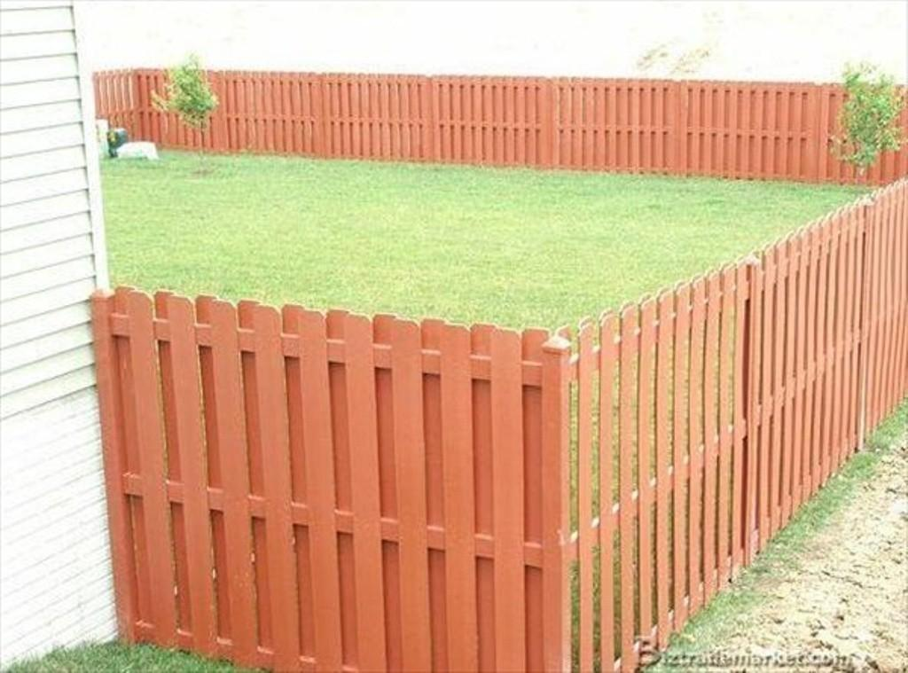 Paint New Installed Pallet Fence Outdoor Decorations