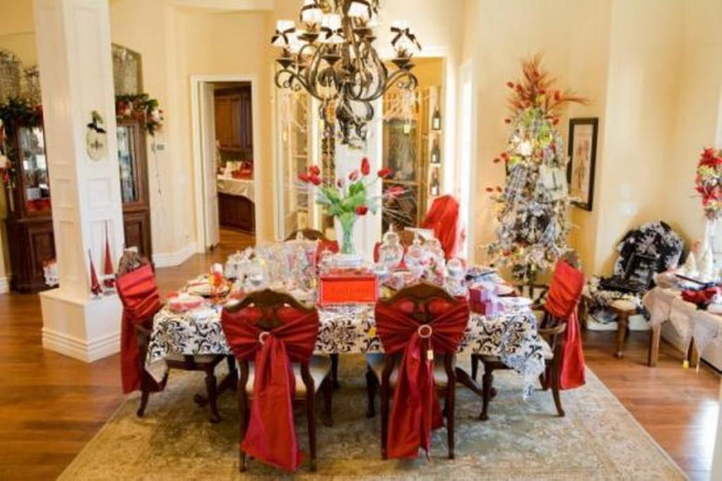 Pale Yellow Wall Color Christmas Eve Dining Room Decor