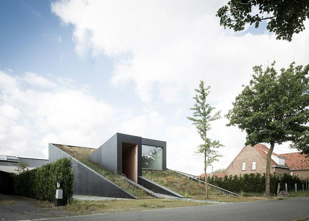 Partially Underground Home Turns Its Roof Into Extended