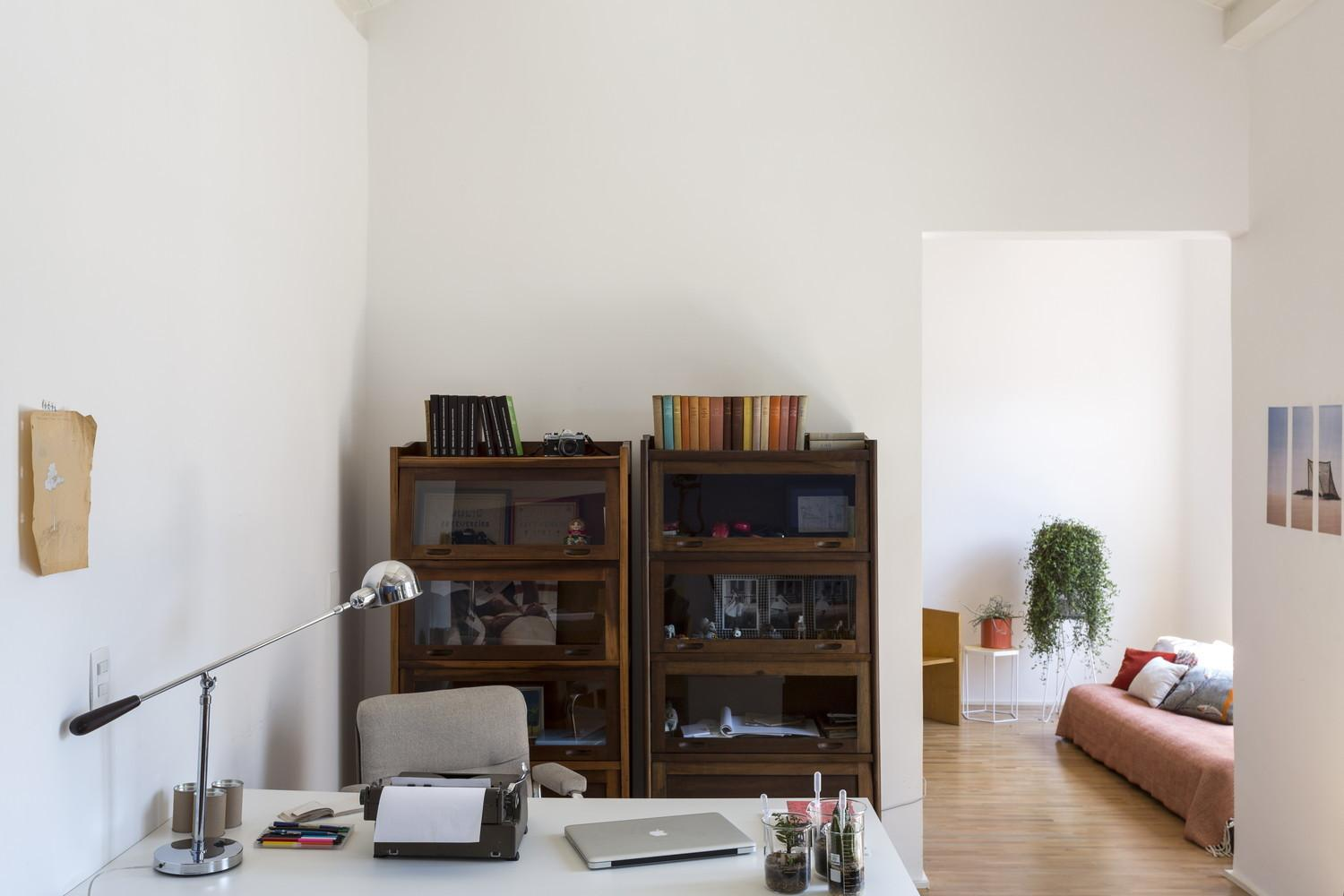 Paulo Apartment Loses Walls Gains Space Style