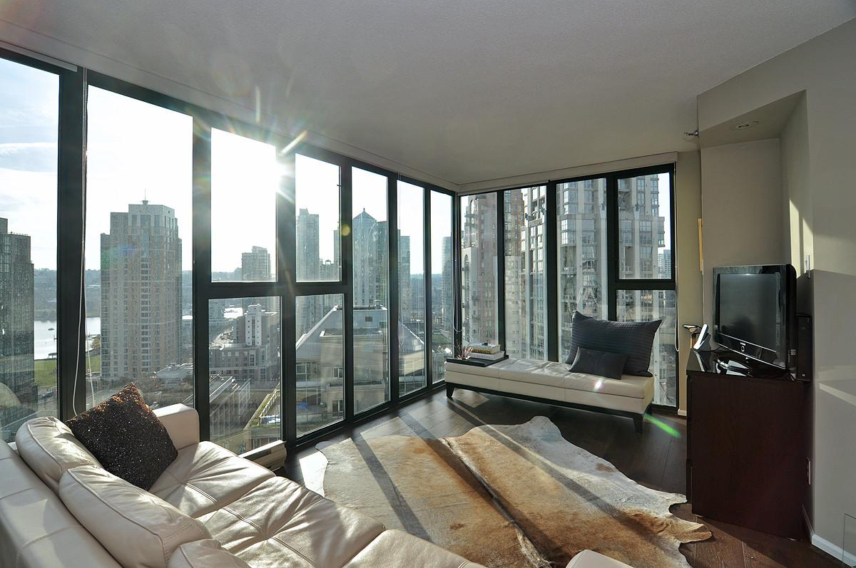 Pearl Homer Terrific Downtown Vancouver Bedroom Condo